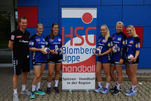 Von links: Trainer André Fuhr mit den Neuzugängen Celine Michielsen, Tessa van Zijl, Angela Steenbakkers , Kamila Kordovska und Tess van Buren. Es fehlt: Kira Schnack.