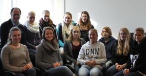 Internatsmädels im Jugendzentrum